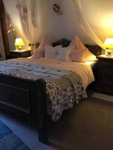 Zimmer 9 Bett von rechts